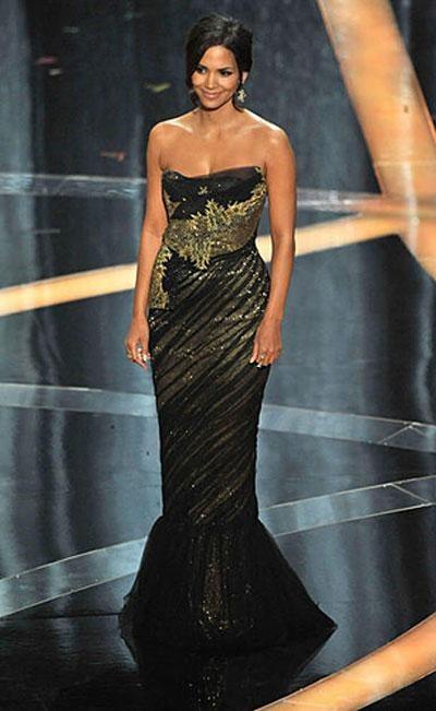 Холли Берри в платье Marchesa, украшениях от H.Stern.